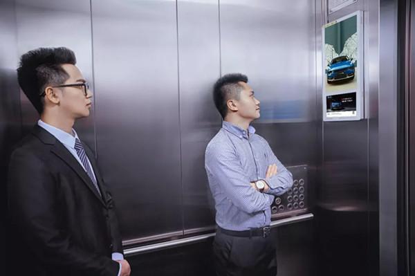 电梯广告屏.jpg
